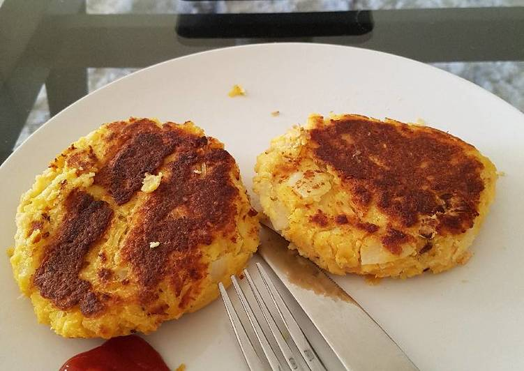 Rough salmon and potato cakes