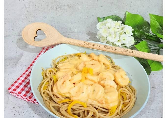Spaghetti mit Kürbisspaghetti und Chili-Garnelen