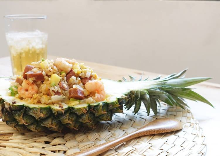 Fried rice with pineapple & shrimp