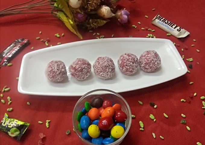 Recipe of Perfect Beetroot & coconut laddoo