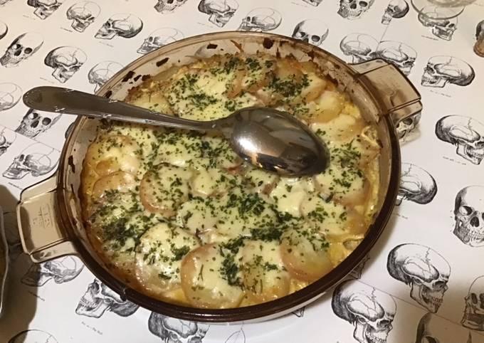 Gratin de pommes de terre et carottes à la crème et fromage