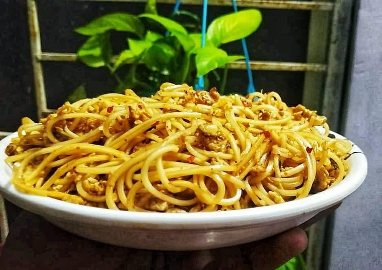 Butter garlic egg noodles