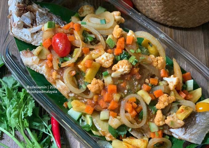 Langkah Mudah untuk Menyiapkan Ikan Siakap Sweet Sour - Pes dari Sweet Apple Cafe Jengka yang Sempurna