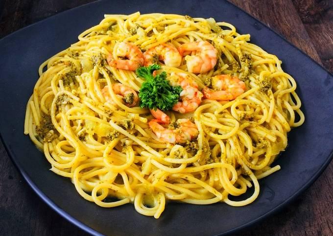 Spaghetti shrimp with creamy pesto #globalfoodtour