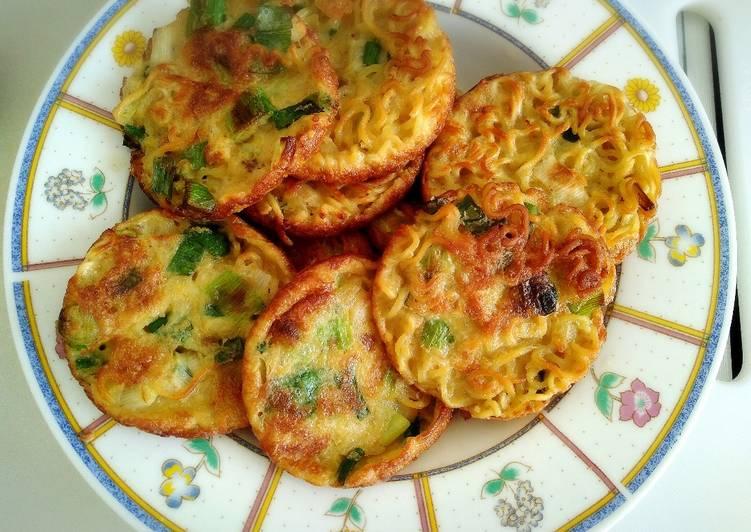Resep Kreasi indomie goreng – Martabak mie telur Terenak