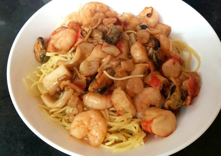My king Prawn and fish Medley with Noodles 😉