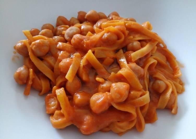 How to Prepare Homemade Tagliatelle e ceci toscana