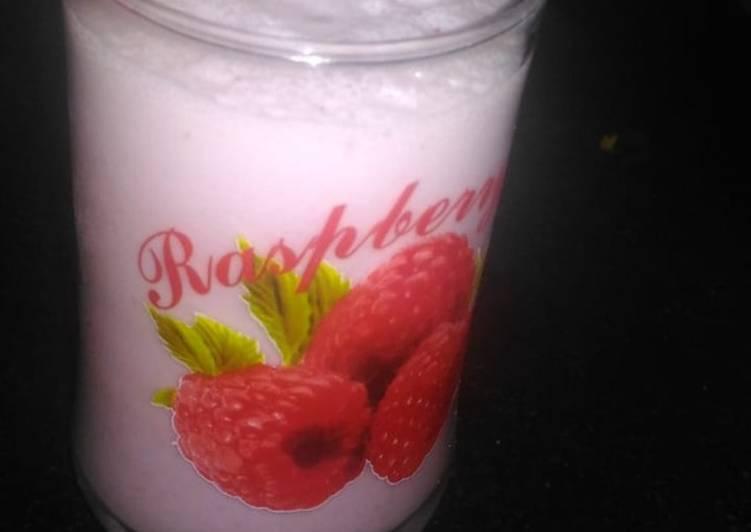 Yummy strawberry Milkshake. #cookpadramadan