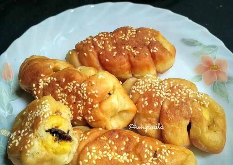 Roti Goreng Kepang Isi Pisang Meses (eggless)