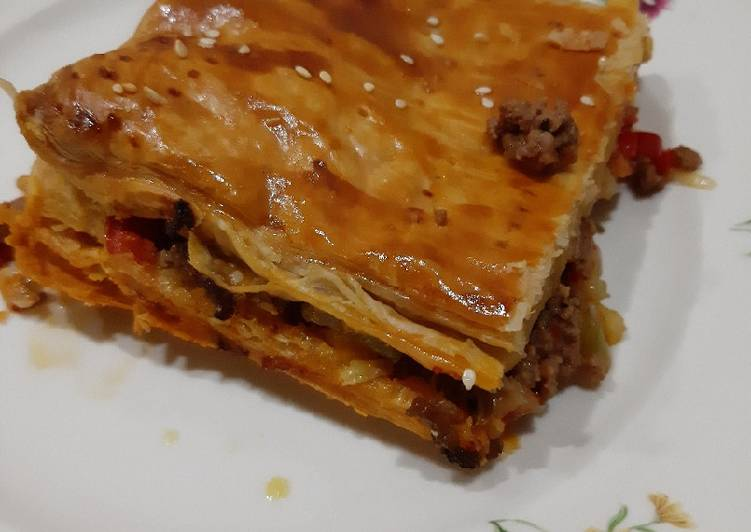 Ground beef with puff pastry ala mevrouwpinda