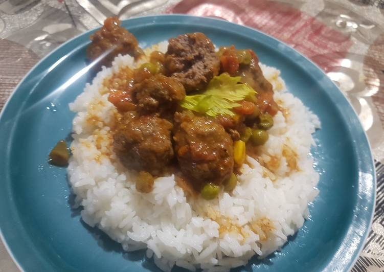 Turn to Food to Improve Your Mood Rice and beef rounds in sauce