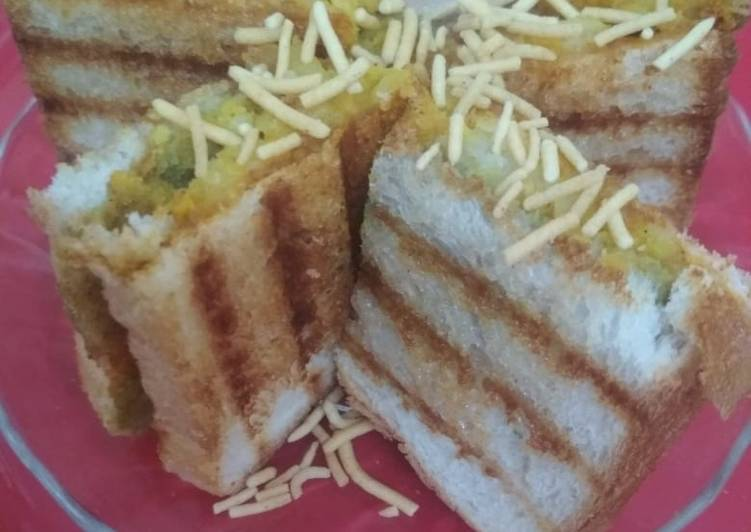 Old Fashioned Dinner Easy Fall Aloo bhujiya masala toast