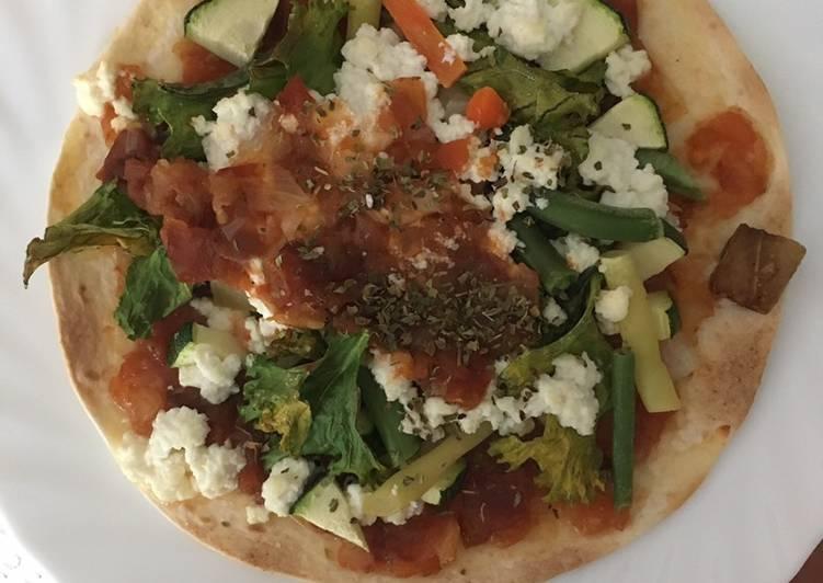 Pizza vegetariana en base de tortilla de maíz