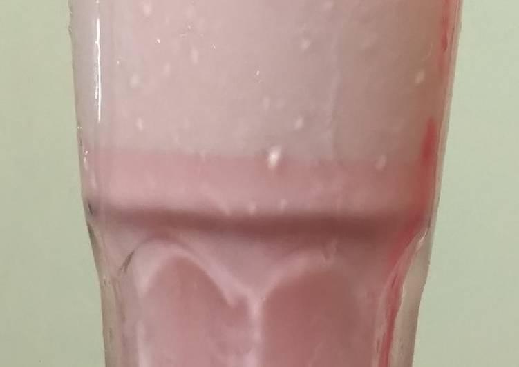 Strawberry milkshake#jikonichallenge