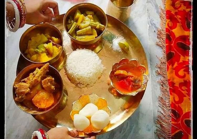 Easiest Way to Make Ultimate Bengali thali mutton kosa with plain rice, vegetable curry,alu posto,rasogolla and chutney