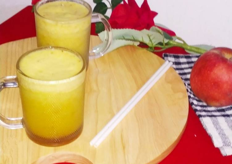 Turmeric Ginger and Apple Smoothie