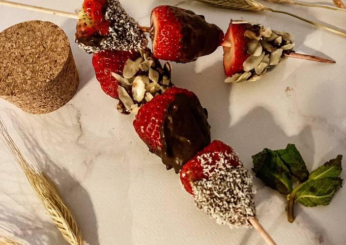 Brochettes de fraises au chocolat