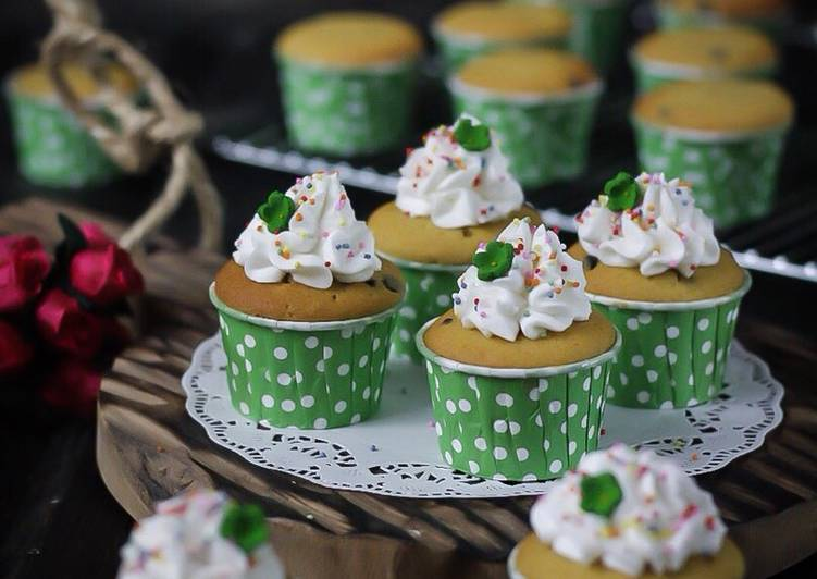 Choco Vanilla Cupcake dengan krim karamel (tanpa mixer)