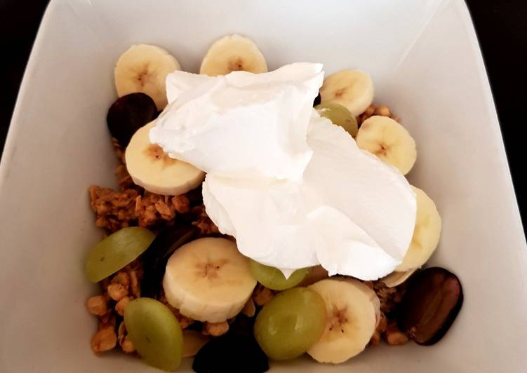 Recipe of Homemade My fruity Breakfast with pumpkin Seeds and Greek Yogurt. 😙