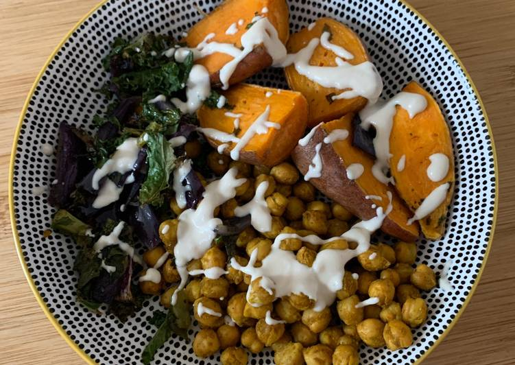 Chickpeas & Sweet Potato Buddha Bowl (vegan)