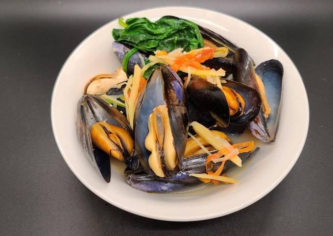 Ginisang Tahong/ Stir Fried Mussels