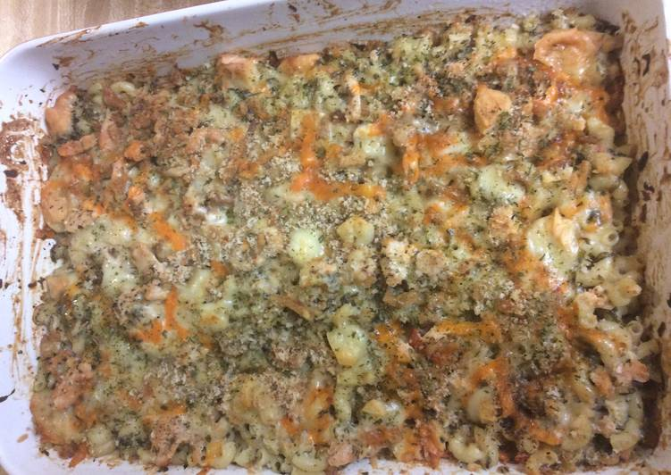Quick Salmon Spinach Baked Mac Cheese