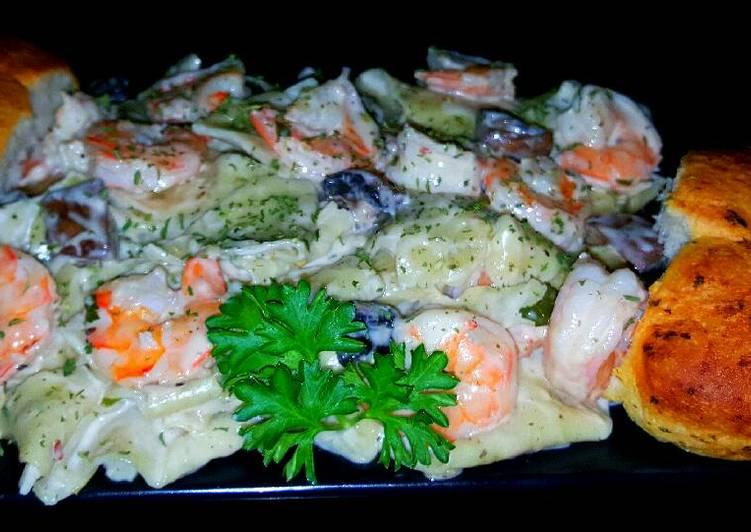 Mike's Garlic Shrimp Alfredo