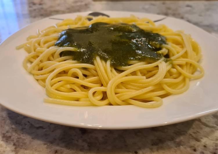 Espaguetis con pesto de avellanas