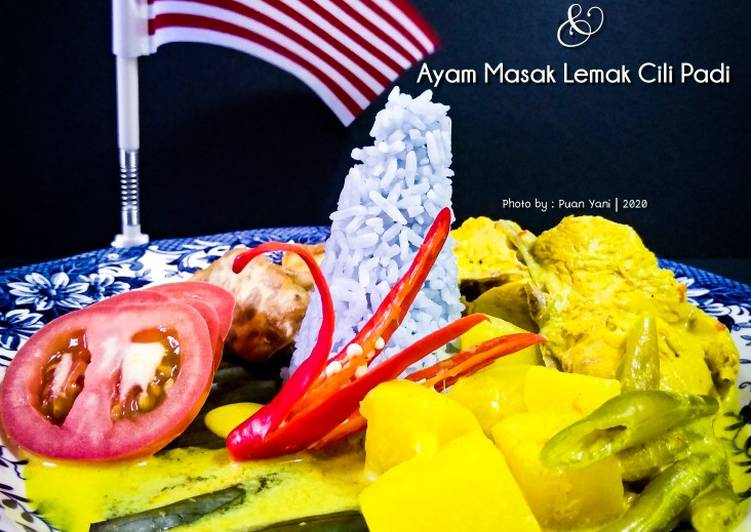 Nasi Biru Merdeka & Ayam Masak Lemak Cili Padi