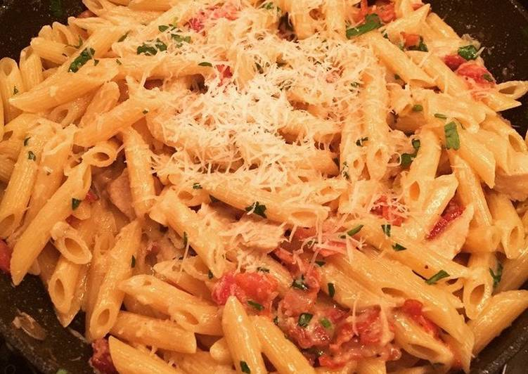 Easiest Way to Prepare Creamy pasta with chicken and bacon Any-night-of-the-week