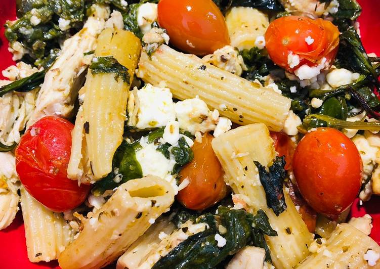 Feta, Spinach, Cherry Tomatoes 🍅 and Shredded Chicken Pasta Bake
