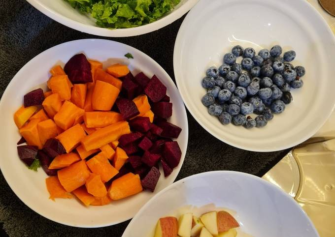 Blueberries + apple + kale + beet + carrot + ginger slow juicer