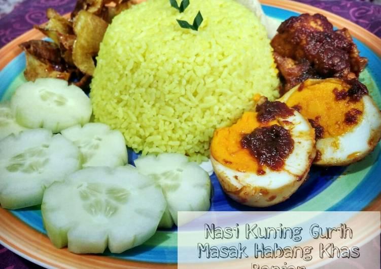 Nasi Kuning Gurih Bumbu Masak Habang Khas Banjar