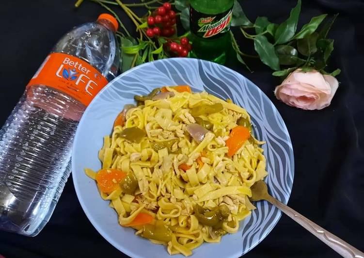 30 Minute Recipe of Spring Stir fry noodles mix vege…n chicken