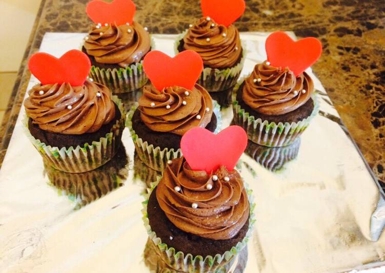 Recipe of Speedy Chocolate cupcakes with chocolate frosting