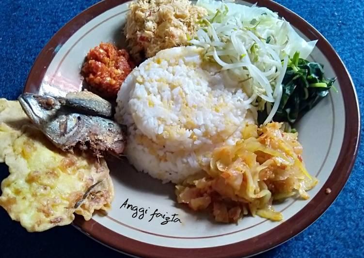 Bagaimana Menyiapkan Nasi Jagung Komplit Lauk Pauk dan Sayuran , Enak
