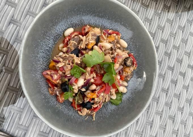 How to Prepare Delicious Tuna and White Bean Salad
