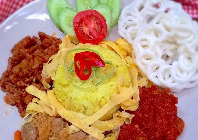 Nasi Kuning Komplit