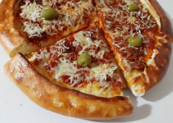 Pizza au merguez bordures fromage 🍕
