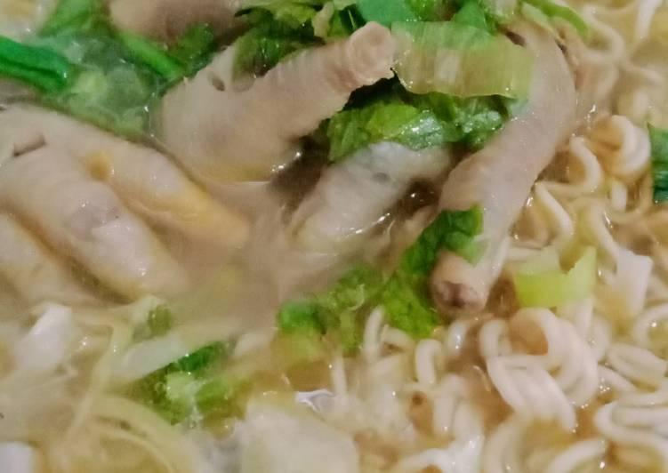 Sup ceker ayam bumbu sederhana