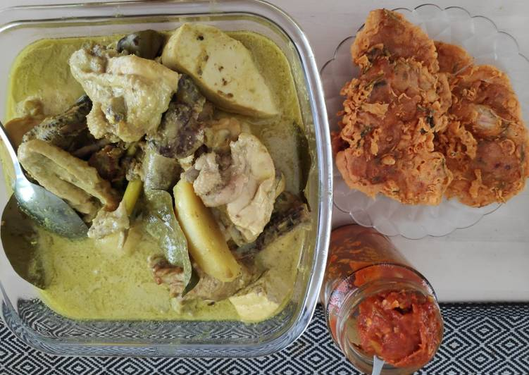 Opor Ayam Kampung (plus tahu dan kentang)