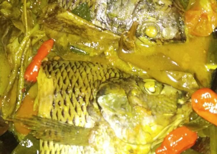Ikan nila rebus bumbu kuning