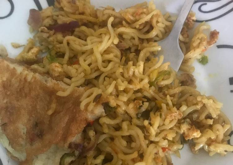 Noodles and fried egg