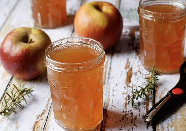 Gelée de pommes parfumée au romarin