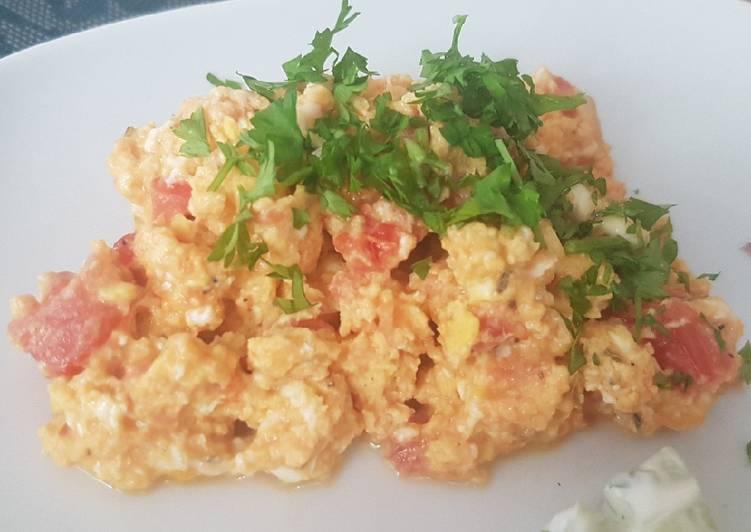 Oeufs brouillés tomate / persil