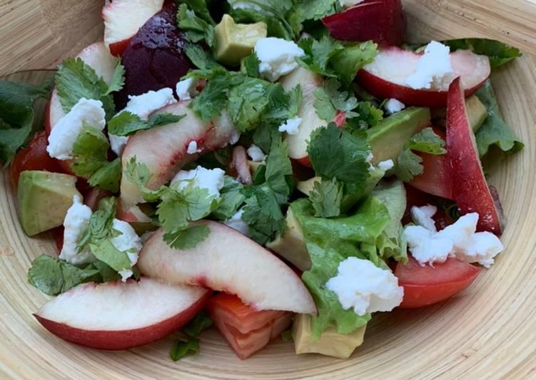 Recipe: Delicious Salade de nectarines et chèvre frais