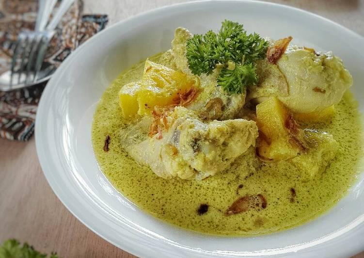 """""""Opor Ayam Nanas"""" khas Palembang"""