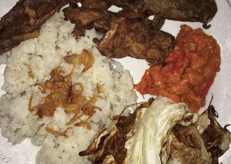 Nasi Uduk Pecel Lele+Kol Goreng ala Warung Tenda