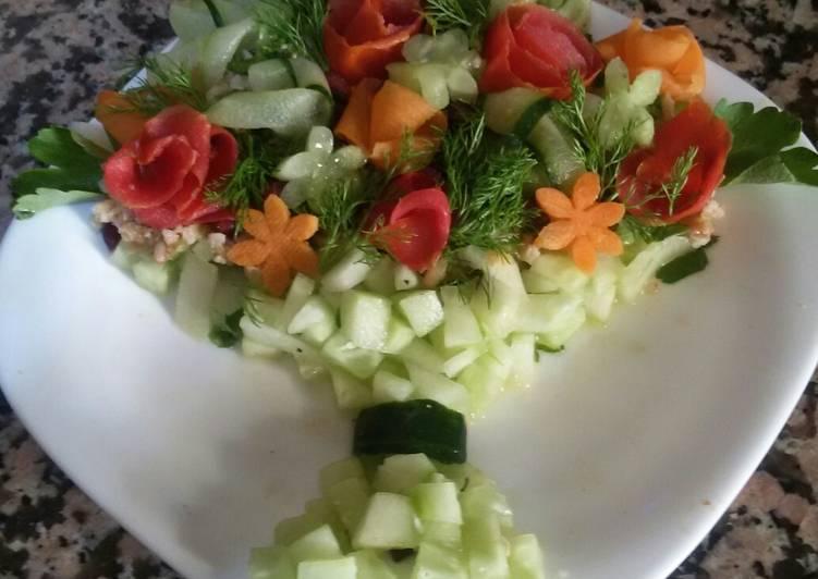 Comment Faire Savoureux Salade des legumes au bouquet des fleurs