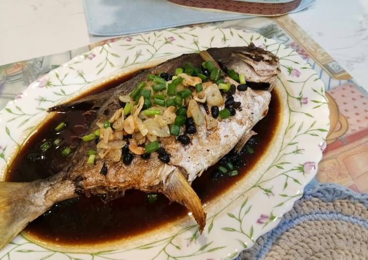 Fried Pomfret with Fermented Black Beans
